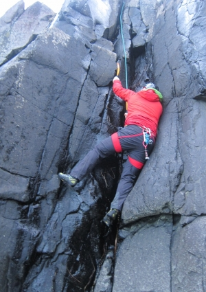 Dry tooling braes